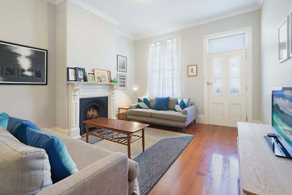decluttering - a tidy terraced house living room