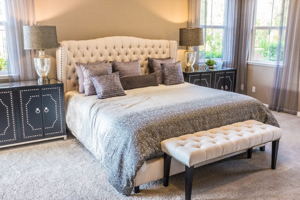 Calm and pretty bedroom in neutral shades - decluttering blog